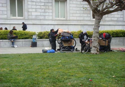 """由美国旧金山市政广场""""流浪者之家""""想到的"""