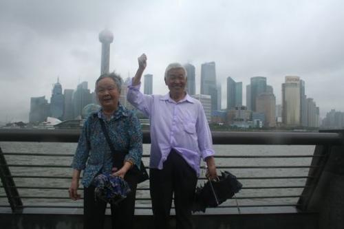 79岁岳父岳母看世博那开心劲儿!