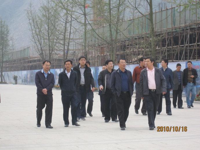周泽律师遭暴徒围攻,因未回避县官出行