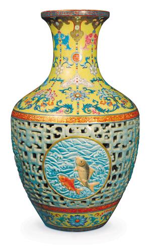天价乾隆花瓶疑似几年前还在中国?