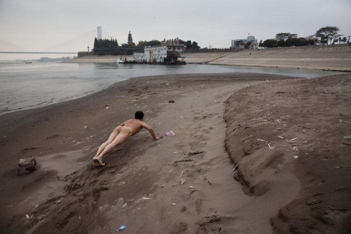 《那一刻》长江大学学生救人事件