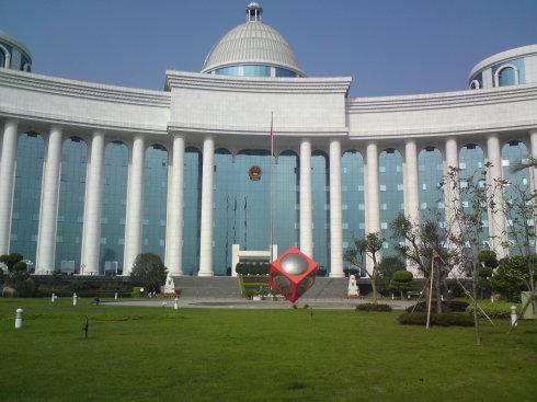福建省高级法院的建筑很像一座白色的宫殿