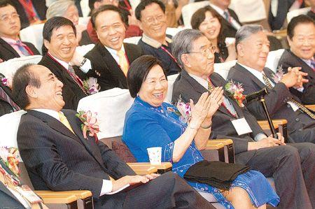 台湾官员比大陆官员有礼貌