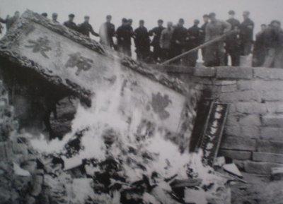 1966孔子墓蒙难:坟冢被掘 圣贤头颅被当球踢