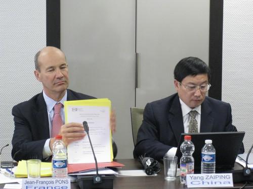赴比利时参加国际银行业联合会第27次董事会会议