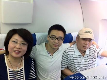 [转载]李庄和妻子、儿子已经乘坐南航的航班离开重庆1!