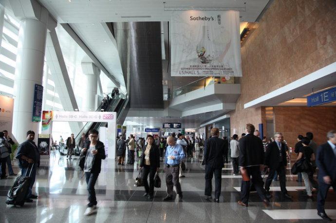 《景.观 鸟巢》苏富比义拍3.5万元捐香港环保