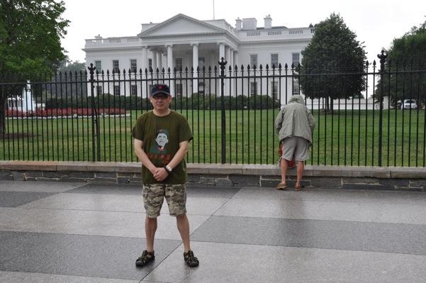 我在白宫门前散步,给奥巴马提意见