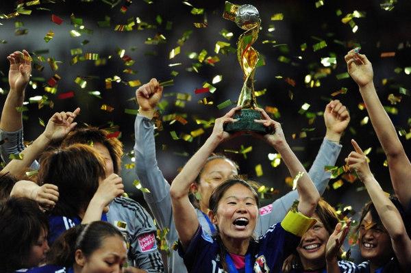 """日本女足获得世界杯冠军,倪萍成为""""共和国脊梁骨"""""""