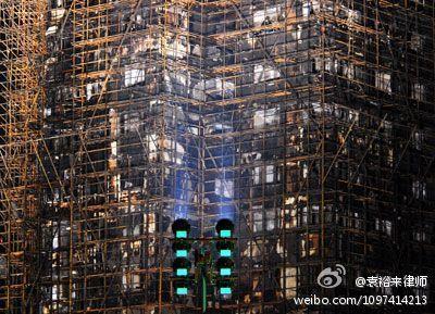 上海大火案4:起火的大楼竟是违法批准建造的?