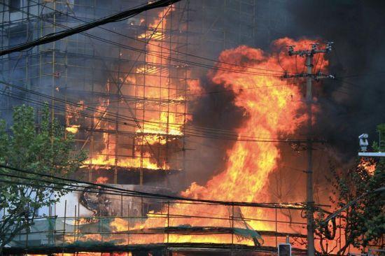 新华网:上海静安大火善款去向不明 民众要求政府公开相关信息