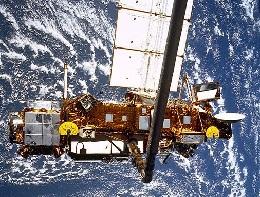 《死了也要在一起:美德卫星接连坠临》