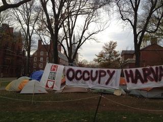 """哈佛精神 VIII :占领运动质问哈佛投资""""血汗旅馆"""""""