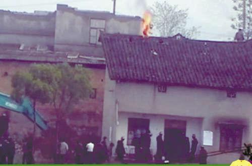 湖南官员因拆迁户自焚事件引咎辞职3月后仍在原职