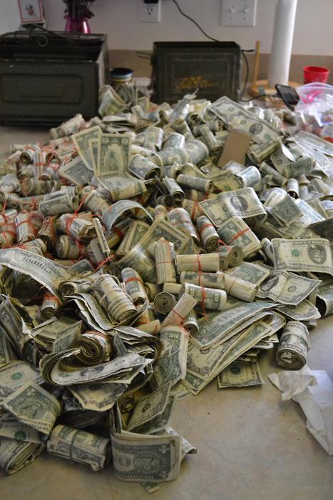 [转载]一个美国人在新买的房子里发现了四万块钱……