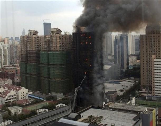 """在""""头七""""哀歌中,上海市民说:人在做,天在看(组图)"""