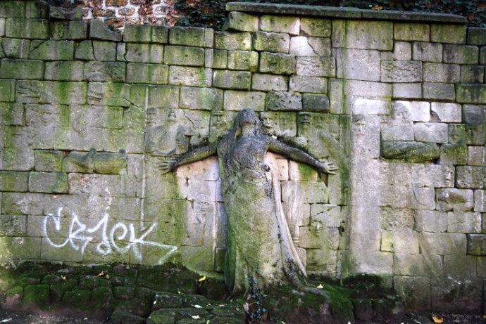 朱大可:巴黎公社墙的恨与爱