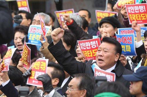 韩国民众围攻中国要多久?