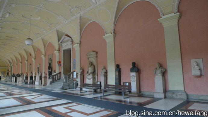 维也纳大学的学者塑像长廊
