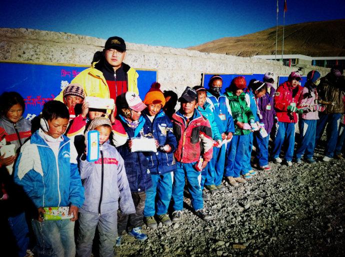 衣加衣:让贫困山区的老人和孩子有个温暖的冬天(作者:范炜)#让草根公益温暖中国# . …