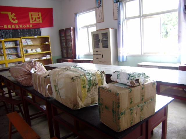 感谢热心网友为组织捐建的贵州等堆华中科大校友小学捐助学习用品