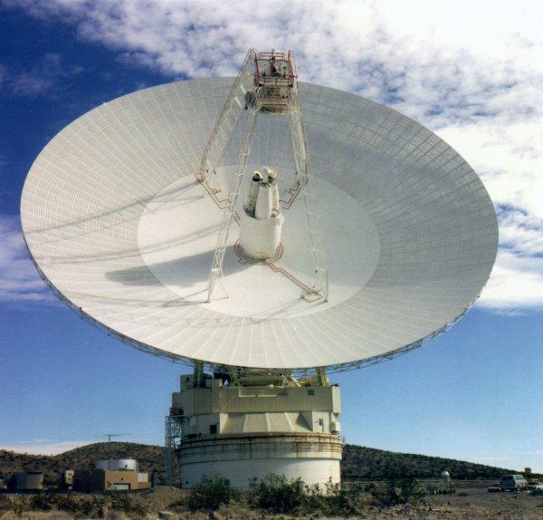 宇宙飞船如何往家里打电话?