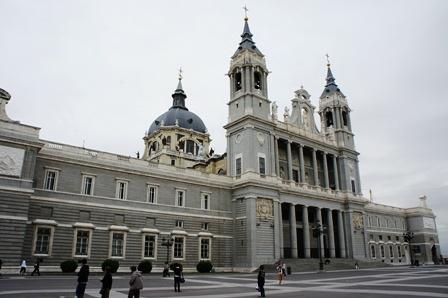 王宫对面的某教堂