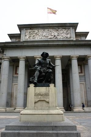 普拉多博物馆门外,委拉斯开兹的雕像。看到了委大爷《宫娥》原作,人生完整了。