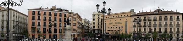 伊莎贝拉二世广场。一个嫁了个gay亲王但是炮友无数的苦逼女王。。。