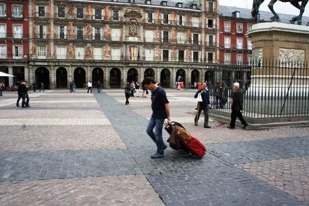 最崩溃的小概率。。。在Plaza Mayor撞见了胡里奥·密谭