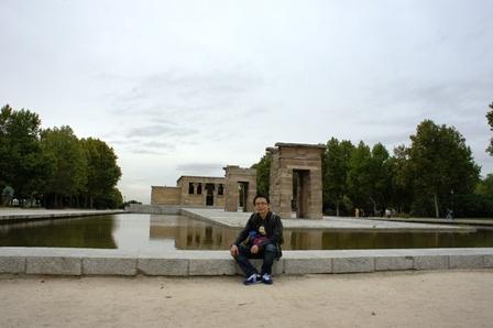 埃及政府为感谢弗朗哥政府的援助送给马德里的一座原装埃及神庙。。穿越了