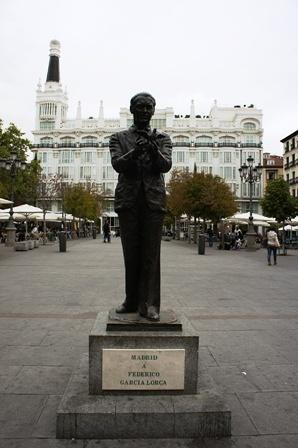 菊花诗人小洛在马德里