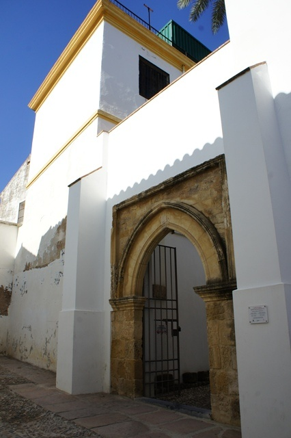 某街区小教堂门口