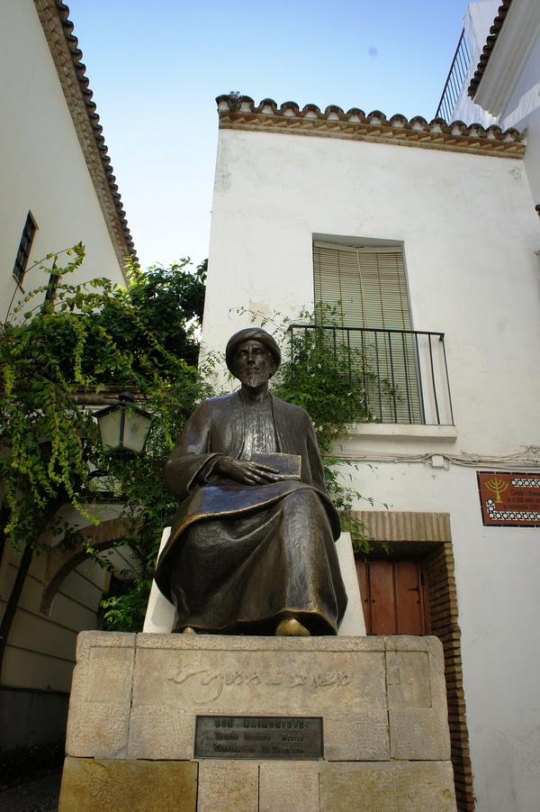 刚骂完卖萌的转角,又撞见了卖萌界带头大哥、广受阿拉伯世界尊崇的犹太大叔迈蒙尼德。