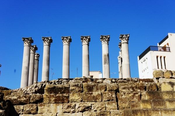 市议会旁边的罗马立柱遗迹