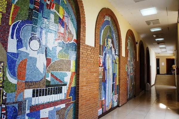 科城音乐保护中心的彩色镶嵌壁画