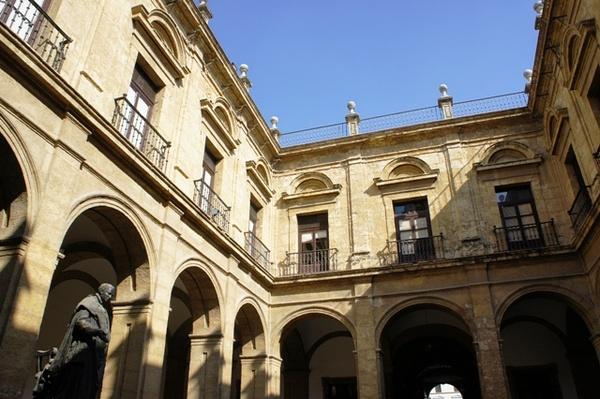 现在,烟厂改成了塞维利亚大学的一部分