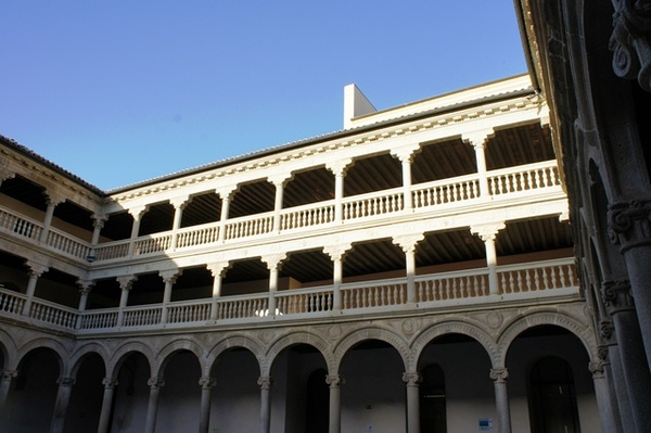 依然是拉曼却大学。它虽然新建没几年,但是校园全部依托的是托莱多的老建筑。P大又躺枪了。。