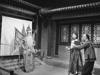 """东北木匠闯北京成为""""中国电影之父"""""""