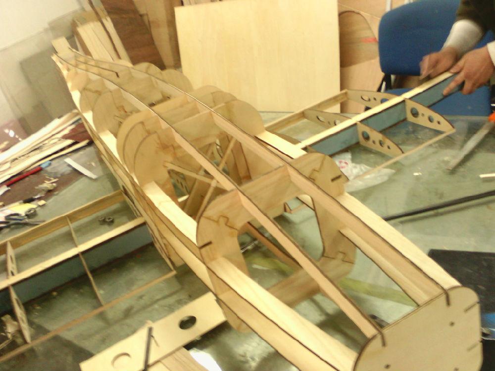 今年我们学生毕业设计的小飞机进展(附图)