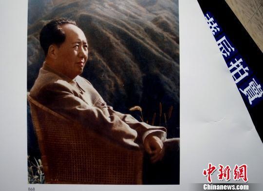 江青在庐山给毛泽东拍的照片