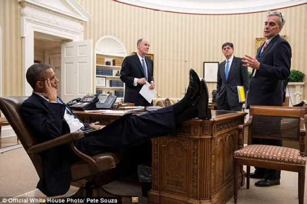 黑总统跷脚,红主编晃脑