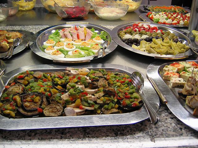 如何在吃到饱餐厅少吃一点的战术