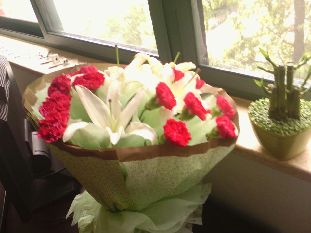 教师节收到学生鲜花一束
