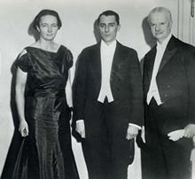 http://www.nobelprize.org/nobel_prizes/medicine/laureates/1935/joliot-curie_ceremony_photo.jpg