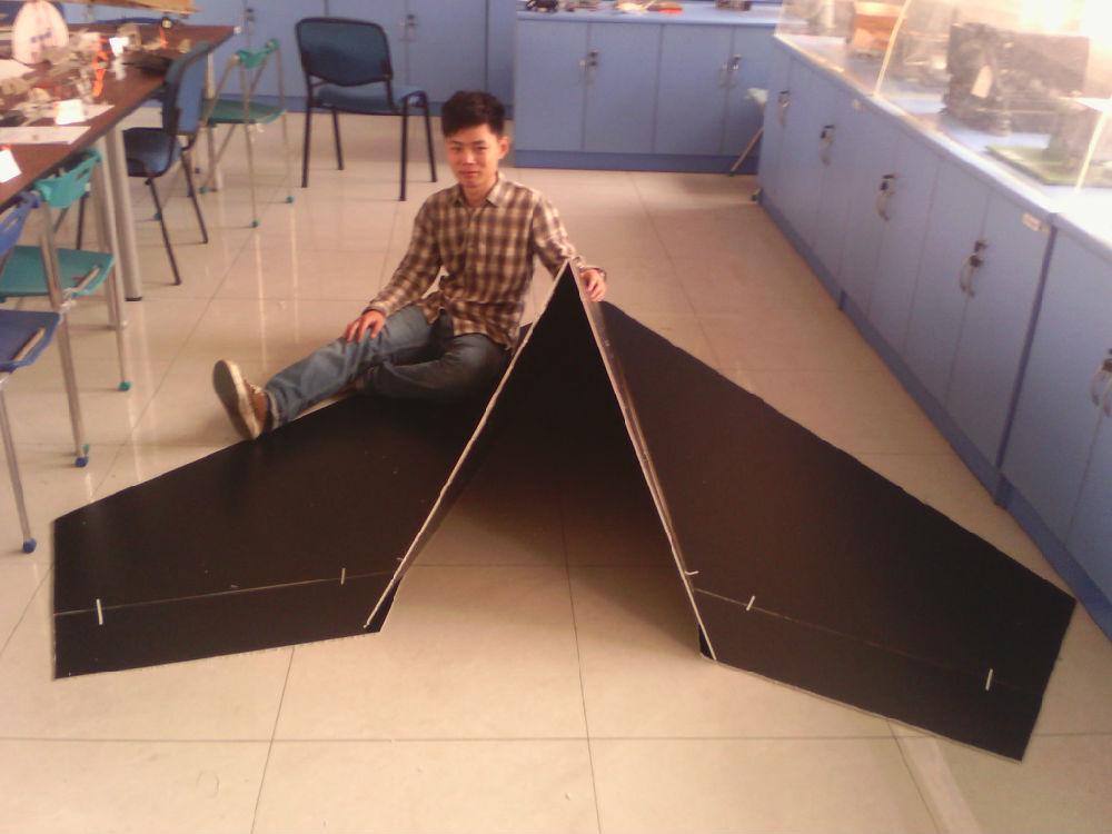 世界上最大的遥控纸飞机和三维打印电动纸飞机