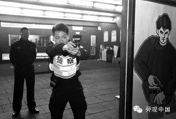 凶徒再不住手,中国警察真的开枪了!