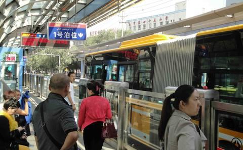 """超高效公交系统是解决中国城市交通拥堵的""""希望所在"""""""