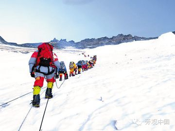 【旁观日记】中国企业家坐直升机爬珠峰?