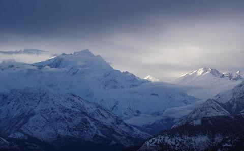 """飓风""""哈德哈德""""引发尼泊尔喜马拉雅山麓雪崩"""